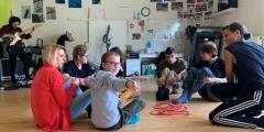 Grâce à l'Opération Brioches, l'association Les Papillons Blancs de Lille finance des ateliers d'expression corporelle & de danse pour aider les proches aidants de personne en situation de handicap